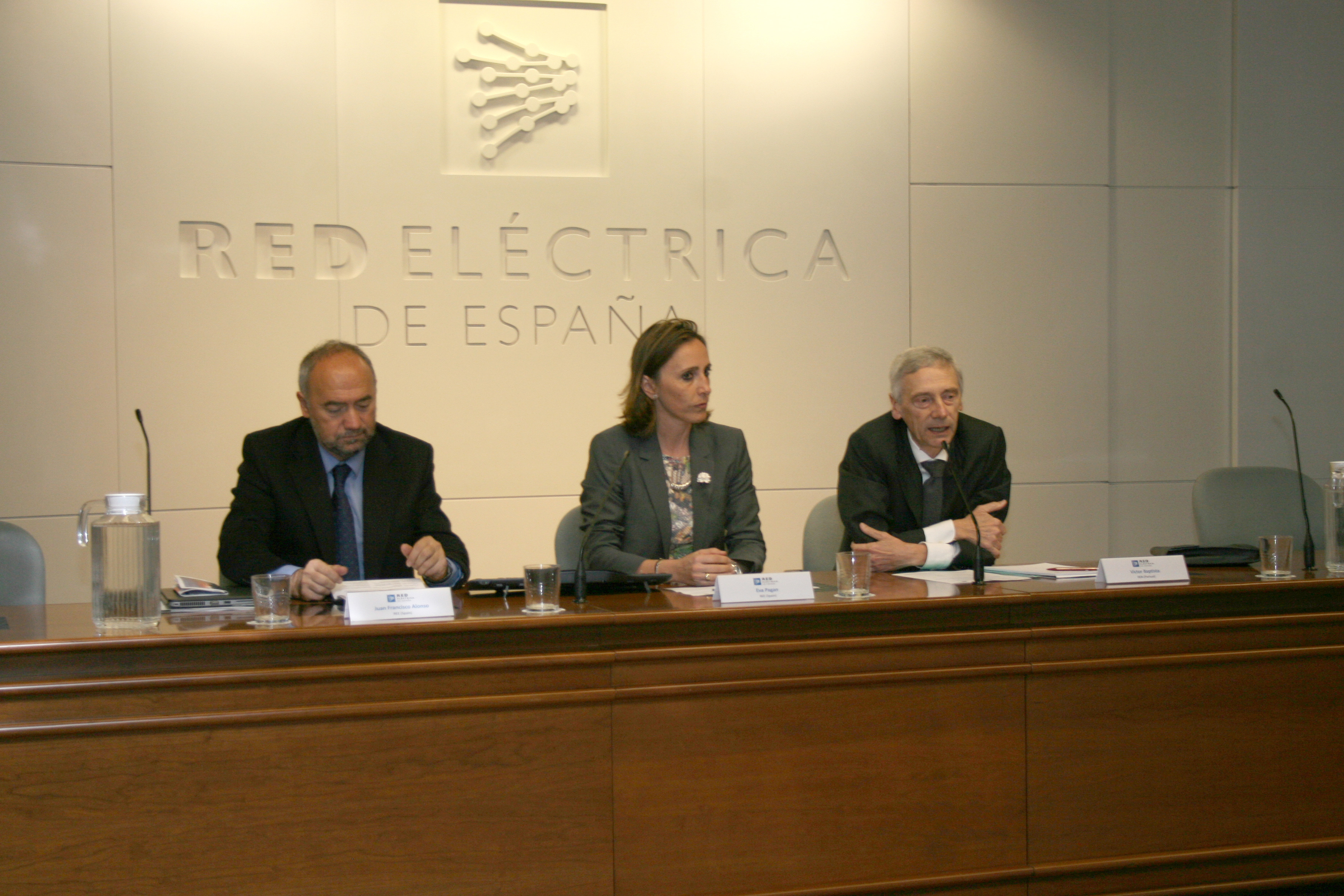 Opening speech: (from left to right) Juan Francisco Alonso (REE), Eva Pagan (REE) and Victor Baptista (REN)